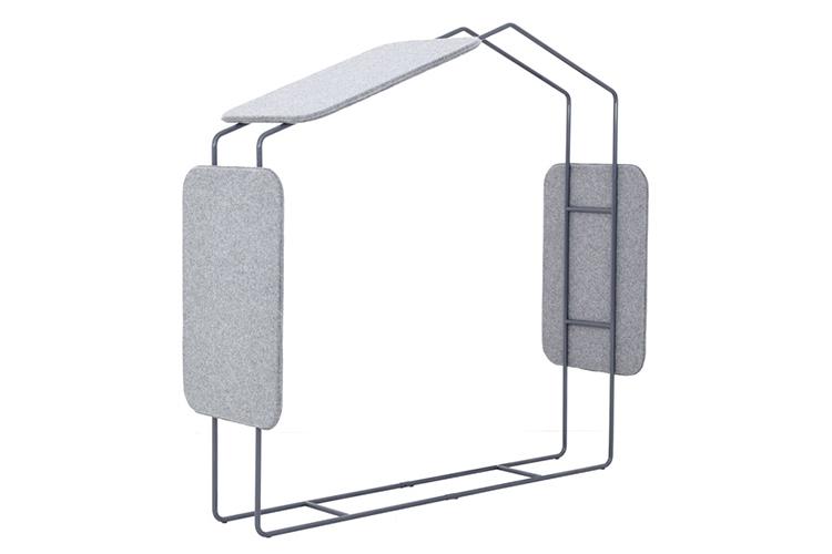 Okno akustyczne granatowo-szare częściowo umożliwi oddzielenie sali oraz skutecznie wyciszy pracownię, tak by była miejscem przyjaznym do efektywnej nauki.