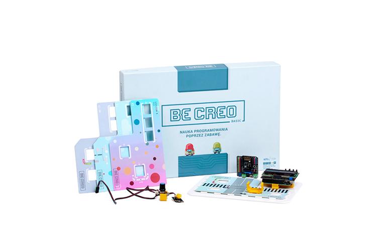 Zestaw beCreo to nauka programowania i elektroniki poprzez zabawę. Dzięki dużej zawartości elementów, dzieci mogą wykonywać projekty takie jak: robot, smart dom itd. Zestaw przyswaja u uczniów podstawową wiedzę z zakresu matematyki, techniki, inżynierii oraz sztuki.