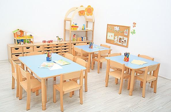 Stoły prostokątne Flexi w przedszkolu