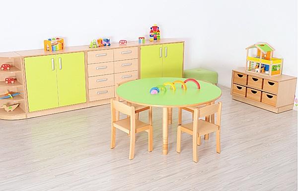 Okrągły stół Flexi w sali przedszkolnej