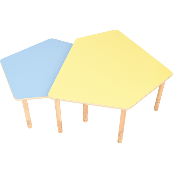 Pięciokątne stoły Flexi w zestawieniu ze sobą